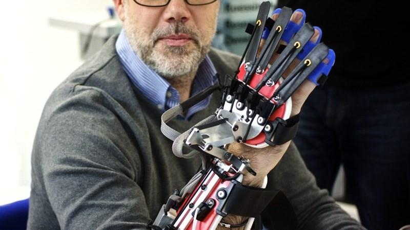 robot_gloves_thumb800